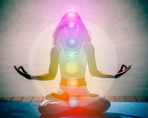 Die Energiearbeit der Farbtherapie fließt durch Körper und Geist