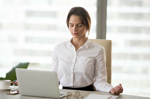 Stressbewältigung über Meditation im Büro lernen
